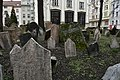 Old Jewish Cemetery, Prague (5) (26185868595).jpg