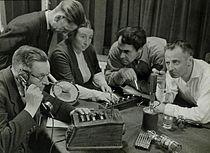 Opname van een hoorspel Recording a radio play.jpg