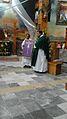 P. Arnulfo Mejia recibe imagen del Señor de Tlaxcala.jpg