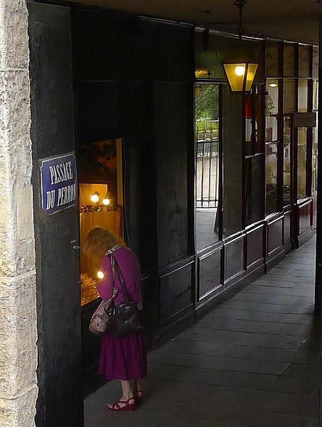 Fichier:P1260803 Paris Ier passage du Perron detail rwk.jpg