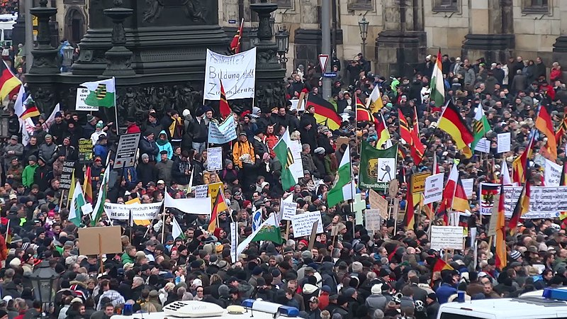 File:PEGIDA Demo DRESDEN 25 Jan 2015 116227104.jpg
