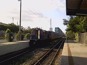 Vito Cruz railway station - Image: PNR Vito Cruz 2540 + 4 EMU203