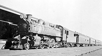 Kalgoorlie railway station - WAGR P class locomotive with the Kalgoorlie Express at the station in 1935