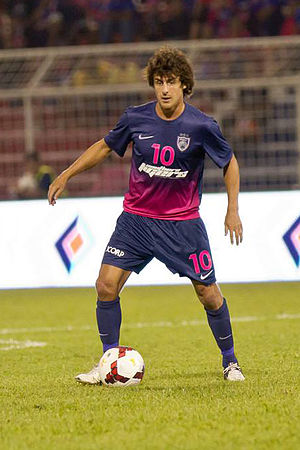 Pablo Aimar playing against.jpg