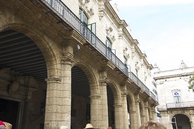 File:Palacio de los Capitanes generales, Arcades extérieures.jpg