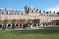 Paris Place des Vosges 613.jpg