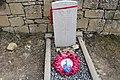 Peña - Lápida aviador británico 03.jpg