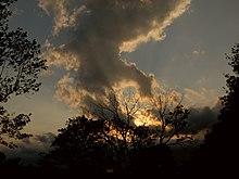 formarea norilor care amintește de un cal cu aripi.