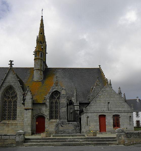 Extérieur de l'église Saint-Nonna de Penmarc'h (29). Vue méridionale du chœur.