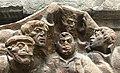 Petite statue posée sur un rebord à Erevan (dans la rue) - groupe d'hommes (2).JPG