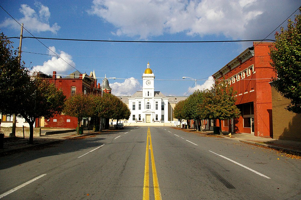 The population density of Pine Bluff in Arkansas is 456.42 people per square kilometer (1182.08 / sq mi)