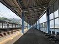 Platform of Shin-Iwakuni Station 3.jpg