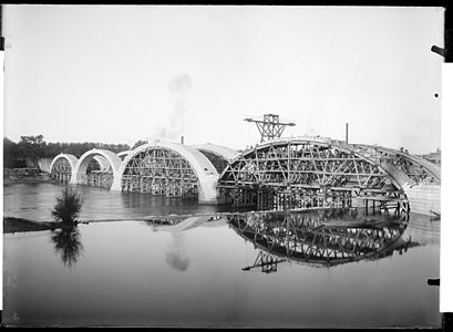 Archives picture : Bridge of Catalans under construction in Toulouse, France, Probably between 1905 and 1908.
