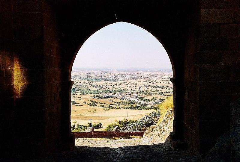 Image:Porta do castelo de Monsaraz.jpg