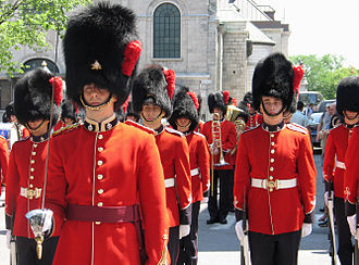 Royal 22nd Regiment - Soldiers of the Royal 22e Régiment exercising the Freedom of the City in front of Quebec City's City Hall, on 3 July 2006