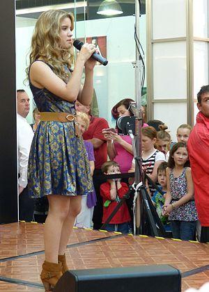 Rachael Leahcar - Rachael Leahcar performing at Colonnades Shopping Centre Saturday 27 April 2013