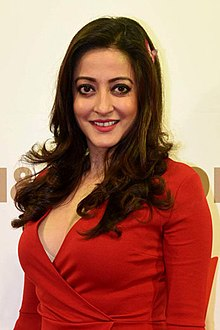 Raima Sen at HM store launch in Kolkata (6) (cropped).jpg