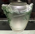 René lalique, vaso con parrocchetti, 1914 ca, vetro bianco patinato 01.jpg
