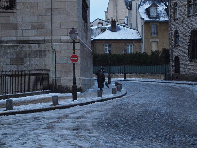 Fichier:Rue de la Bonne, Montmartre 2012.jpg