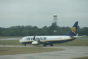 English: Ryanair (EI-DWF) Boeing 737-800 aircr...