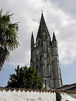 Saintes (17) Basilique Saint-Eutrope Extérieur 02.JPG