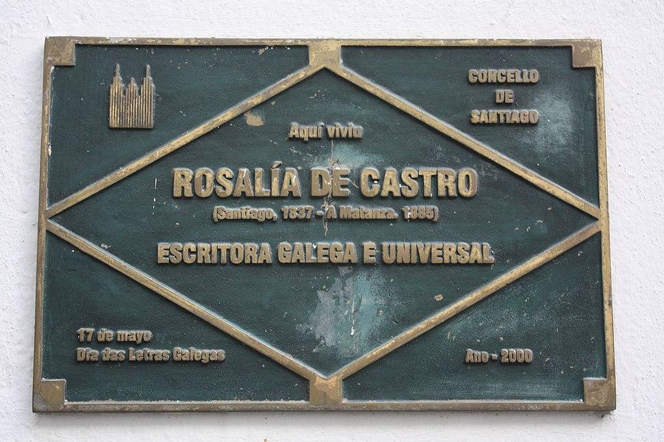 Placa na casa na que naceu Alejandra, en Santiago.
