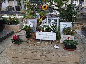 Serge Gainsbourg's grave, cimetière Montparnas...