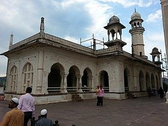 Bibi Ka Maqbara - Image: Side view of Mosque at Bibi Ka Maqbara