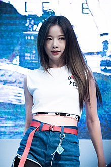 Solji performing at KBS Cool FM in July 2016 03.jpg