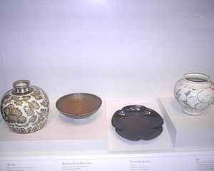 History of the Song dynasty - Porcelain, lacquerware, and stoneware from the Song dynasty.