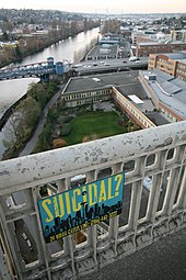Suicide bridge - Wikipedia, the free encyclopedia