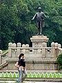 Sun Yat-sen University statue.jpg
