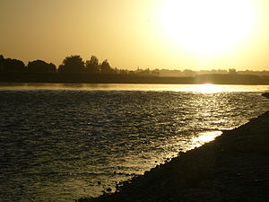 Lashkargah - Image: Sunset over Helmand River