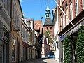 Svendborg - strædet Kattesundet, Vor Frue Kirke bagved.JPG