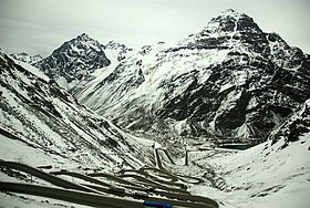 Switchbacks on the road up to Tunel del Cristo Redentor.jpg