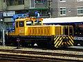 TRA Rail Crane 05TMC300T02 in Taoyuan Station 20101002.JPG