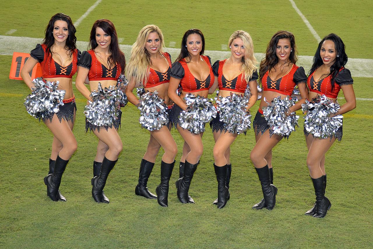 File:Tampa Bay Buccaneers Cheerleaders in 2015.jpg ...