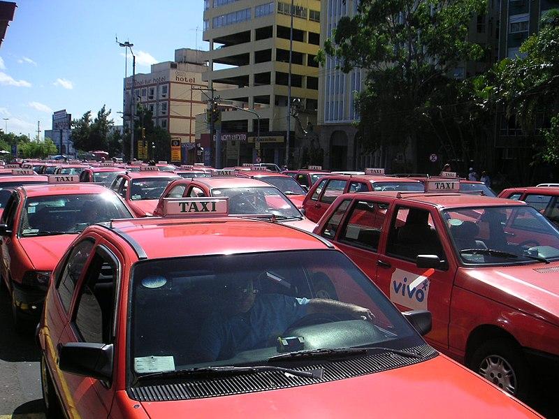 Como andar de táxi em Porto Alegre