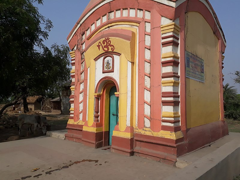 File:Temple beside Rampurhat to Dumka road.jpg