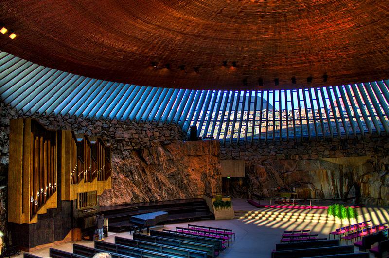 igreja dentro de uma rocha na Finlândia