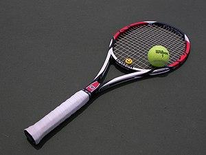 English: Tennis racket and ball 日本語: テニスラケットとボール