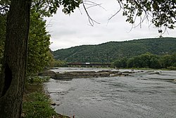 The Potomac River at Harpers Ferry, WV (3939178832).jpg