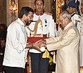 The President, Shri Pranab Mukherjee presenting the Padma Shri Award to Shri Sanjeev Surendra Kapoor, at the Civil Investiture Ceremony, at Rashtrapati Bhavan, in New Delhi on April 13, 2017.jpg