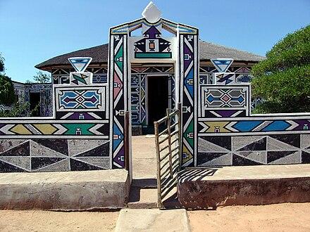 La puerta de entrada a la hacienda de Esther Mahlangu