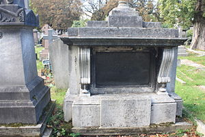 Donald Friell McLeod - The grave of Sir Donald Friell McLeod, Kensal Green Cemetery