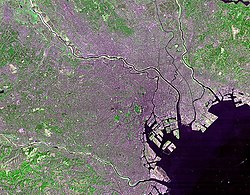 Satellite photo of Tokyo's 23 Special wards taken by NASA's Landsat 7 орналасуы