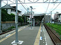 Tokyu-railway-oimachi-line-Kuhombutsu-station-platform.jpg