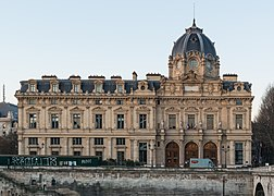 Tribunal de Commerce, Paris 140320 2.jpg