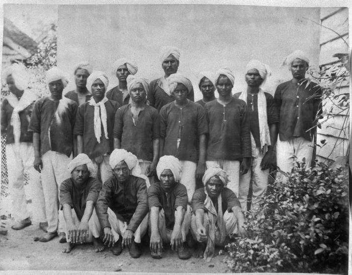 Tropenmuseum Royal Tropical Institute Objectnumber 60008924 Een groep Brits-Indische immigranten