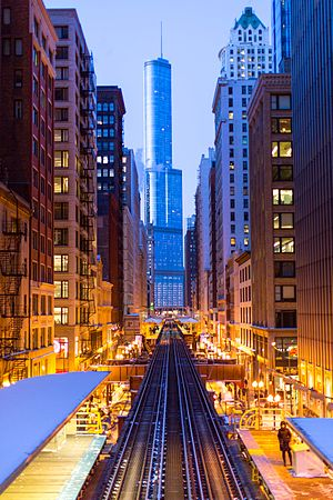 Trump International Hotel and Tower (Chicago) - Trump Tower as seen from the overpass at Adams/Wabash station